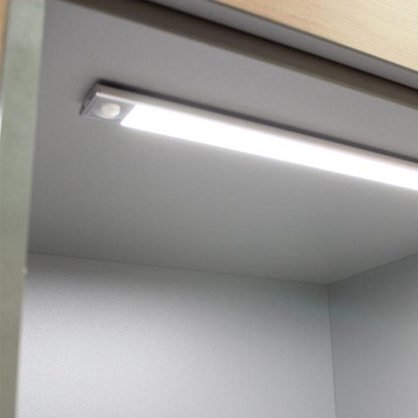 SLIM LITHIUM BAR LIGHT C01-2045 insitu 670x670