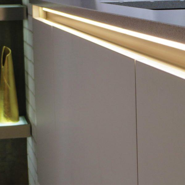 SMART SURFACE LED ALUMINIUM PROFILE FOR WORK SURFACE LIGHTING– 2M - K01-1035-2M insitu 670x670